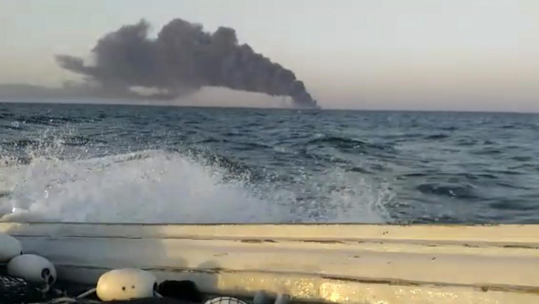 Se incendia y se hunde el barco más grande de la Armada de Irán en el golfo de Omán