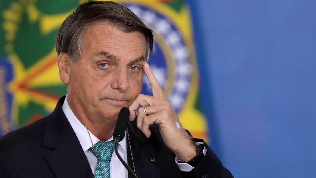 Bolsonaro dice que habrá vacunas para todos los brasileños mientras recibe cacerolazos en su contra