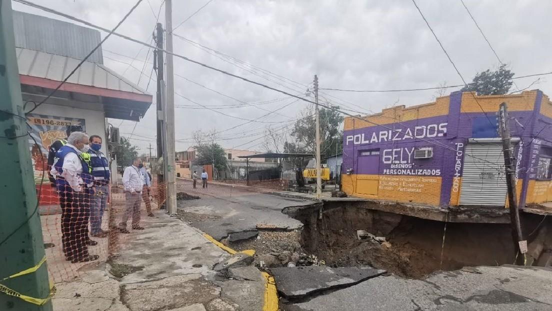 FOTOS: Se forma un nuevo socavón en plena calle en México tras el enorme hundimiento ocurrido en Puebla, que sigue creciendo