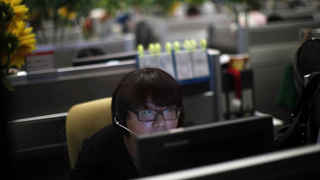 Jóvenes chinos prefieren 'estar tumbados' en una nueva tendencia ante la presión de la cultura laboral y el ritmo de la vida moderna