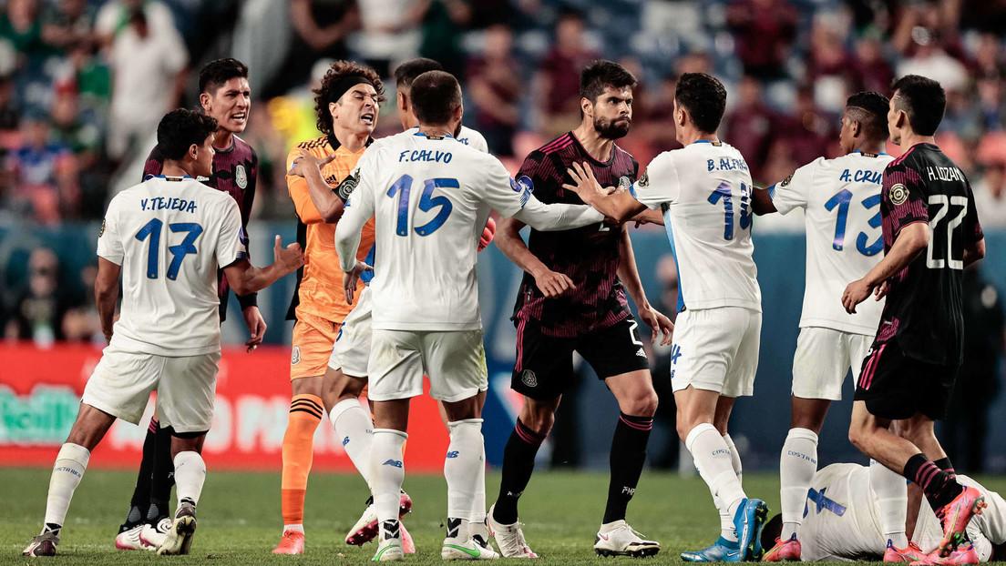 Detienen el partido de fútbol entre México y Costa Rica ante los gritos discriminatorios de parte de los aficionados