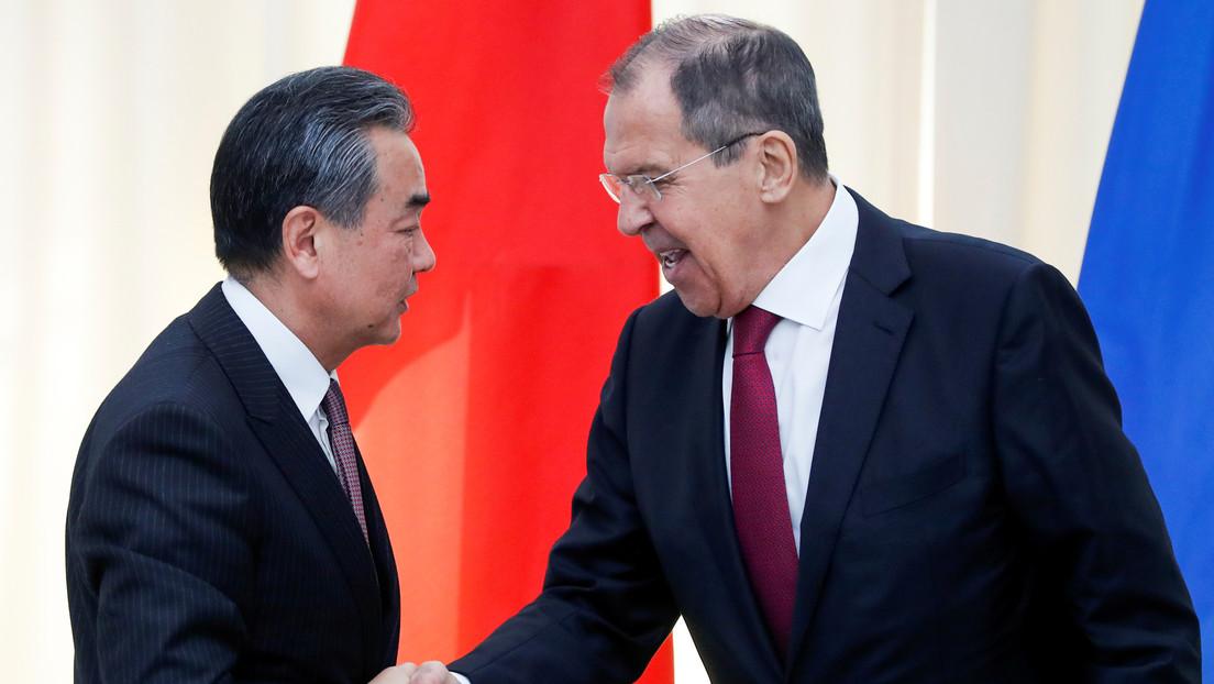 """China insta a Rusia a """"denunciar y resistir conjuntamente los actos perversos"""" de EE.UU."""