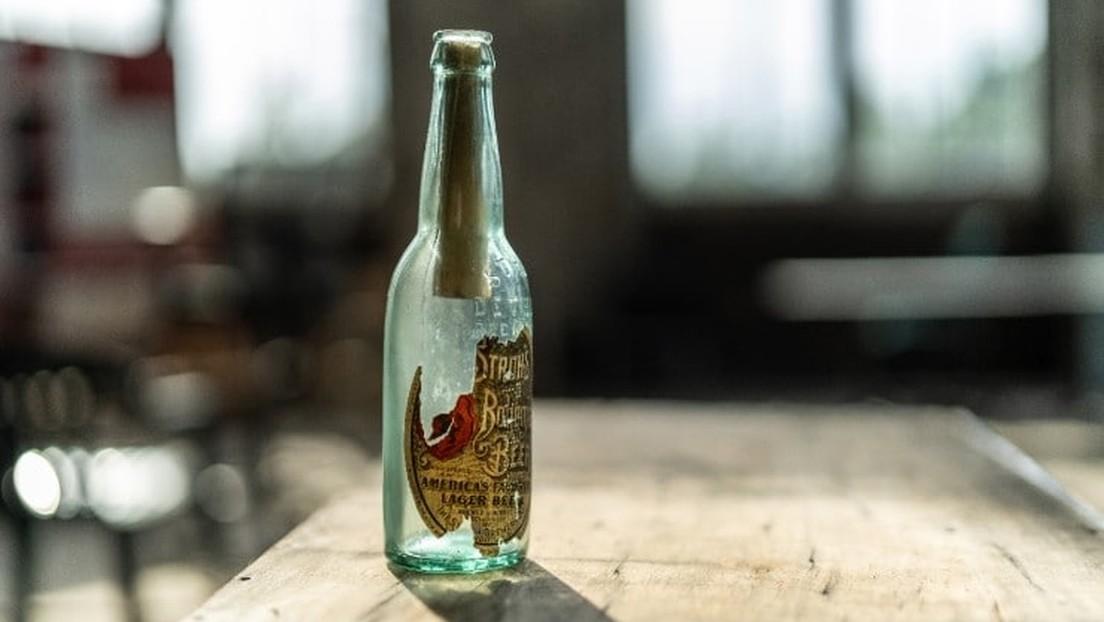 FOTOS: Descubren una botella de cerveza de hace 108 años con un mensaje durante trabajos en la Estación Central de Míchigan
