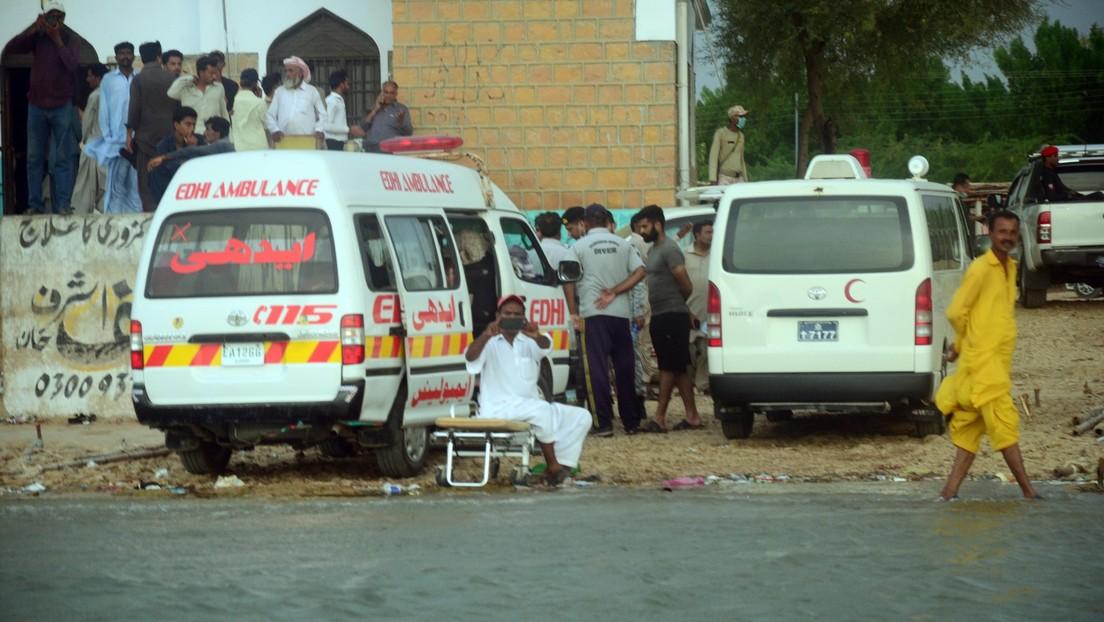 Dos trenes exprés chocan al sur de Pakistán, dejando al menos 40 muertos y más de 100 heridos (VIDEO)