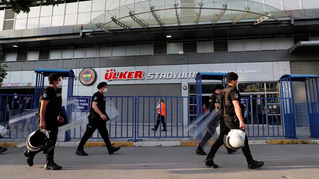 Condenan a más de 1.000 años de prisión a dos personas por conspirar contra uno de los gigantes del fútbol turco