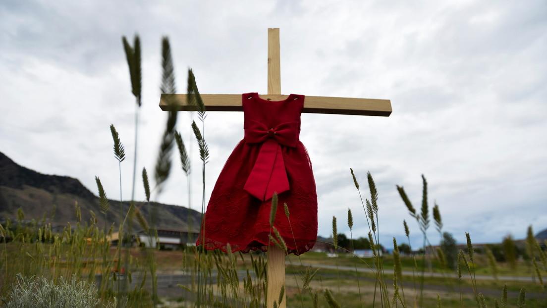 """El papa Francisco expresa su """"dolor"""" por los niños indígenas muertos en un antiguo internado en Canadá, pero no ofrece disculpas"""