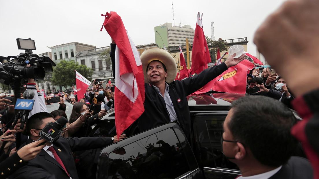 El izquierdista Castillo se impone a Fujimori en las presidenciales de Perú con todas las actas contabilizadas
