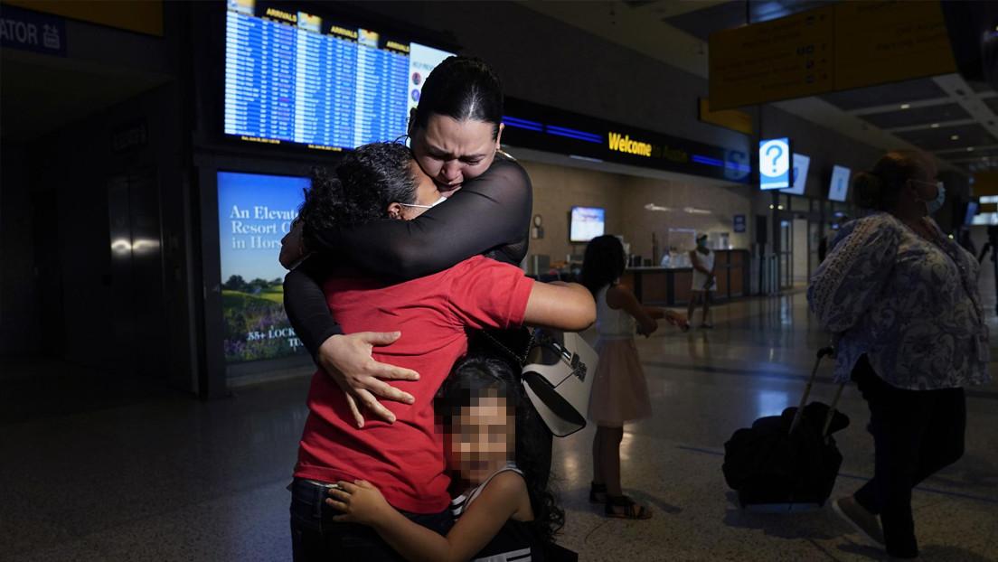 Una madre migrante se reencuentra con su hija tras seis años separadas, luego de ver imágenes de la menor en la frontera entre EE.UU. y México