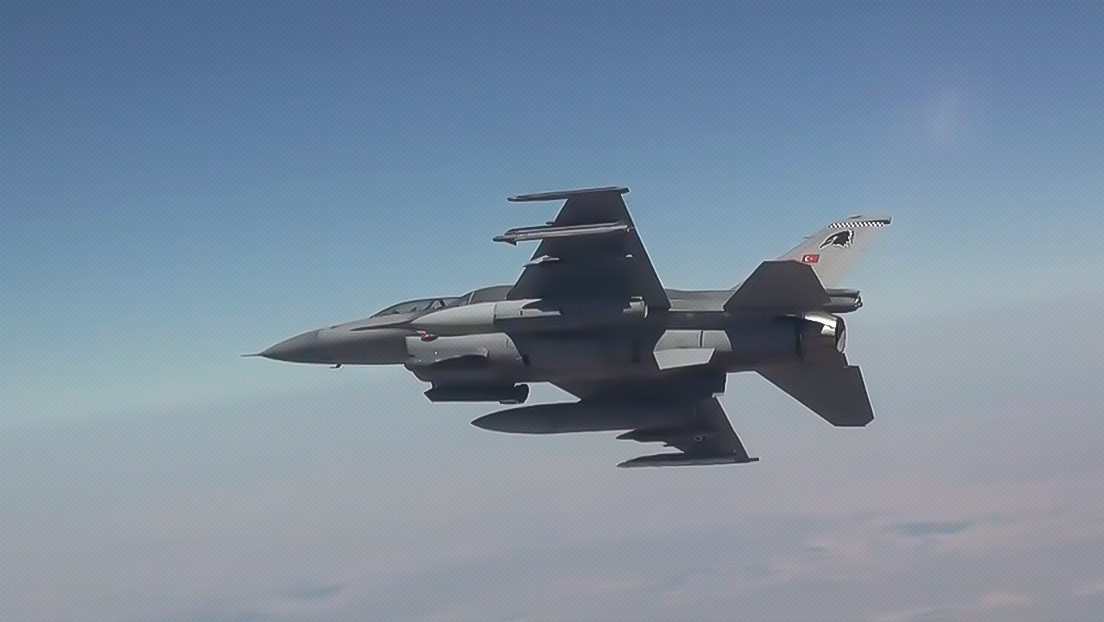 """""""¡Ningún lugar es seguro para los terroristas!"""": Turquía mata a dos milicianos kurdos con un ataque aéreo en Irak (VIDEO)"""