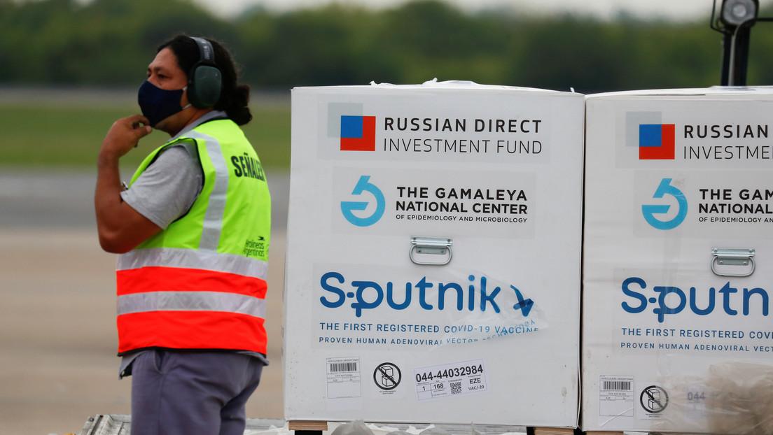 Llega a Buenos Aires el avión con el primer lote del principio activo para la producción de la vacuna Sputnik V en Argentina