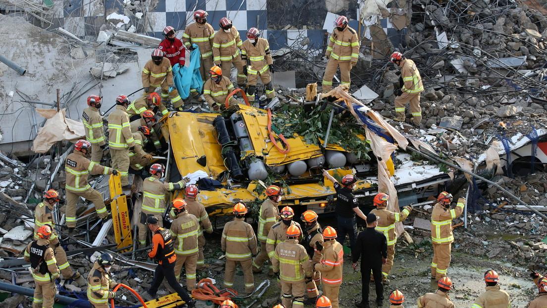 Un edificio en demolición mata al menos a 9 personas tras aplastar un autobús en Corea del Sur (FOTOS, VIDEO)