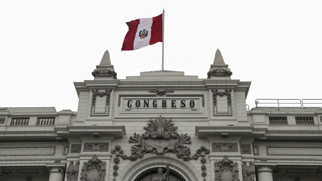 """¿Reformas constitucionales exprés? La precipitada jugada del Congreso de Perú que """"debilitaría"""" al nuevo Gobierno"""