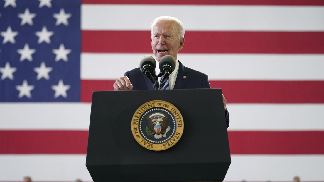 """Biden protagoniza un nuevo lapsus al llamar erróneamente """"RFA"""" a la Fuerza Aérea británica"""