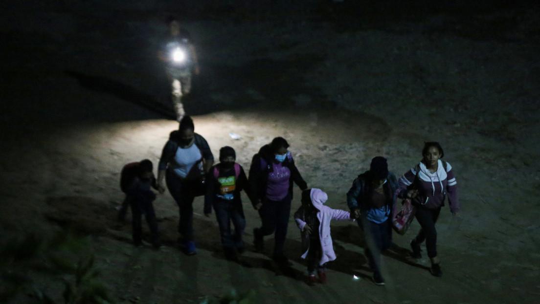 Un pastor combate en Internet a los traficantes que se aprovechan de los migrantes que quieren entrar en EE.UU.