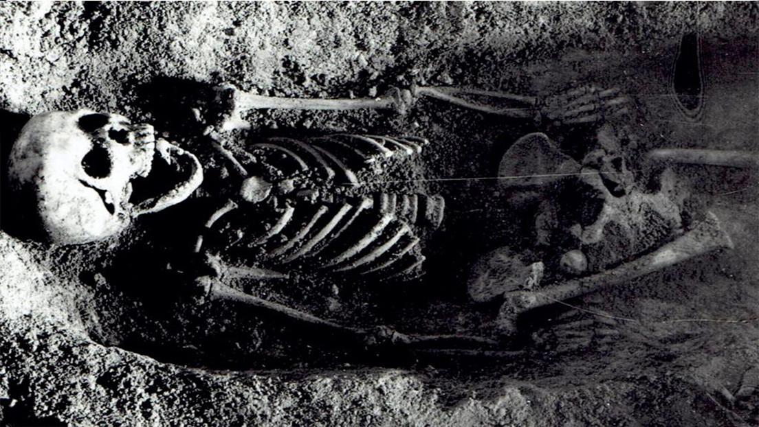 Una niña enterrada con un pinzón en su boca crea confusión entre los arqueólogos