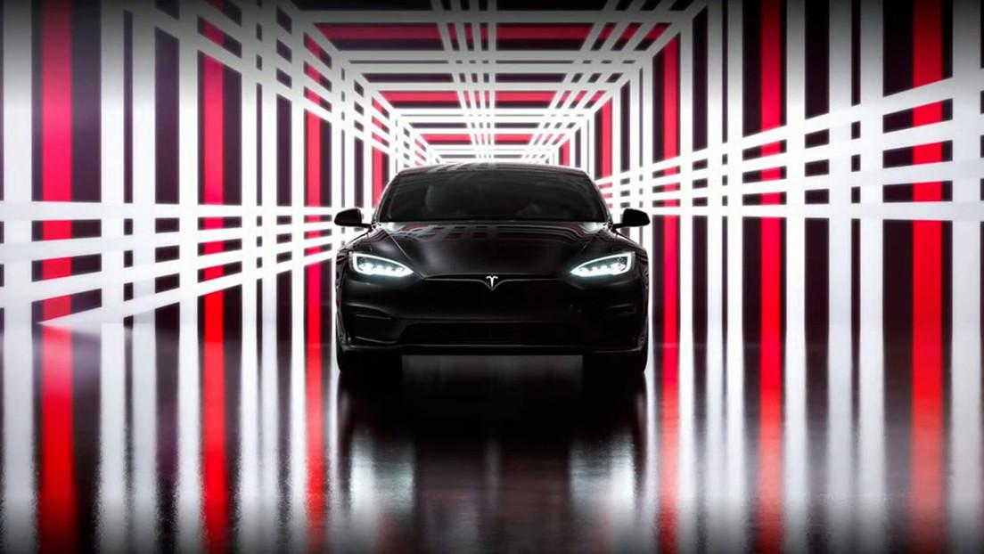 """Tesla comienza la entrega del coche eléctrico en producción más rápido del mundo y """"más seguro que un Volvo"""""""