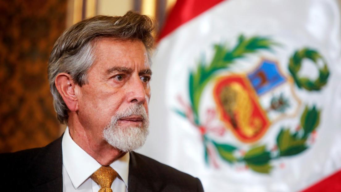 """Escándalo en Perú: una llamada entre Sagasti y Vargas Llosa desata denuncias de """"intervención indebida"""" en las elecciones"""