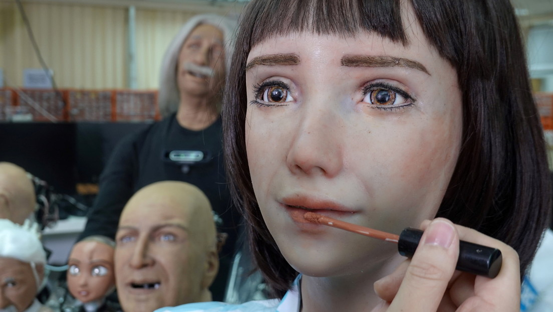 'Nace' en Hong Kong la primera robot enfermera para tratar a pacientes con covid-19