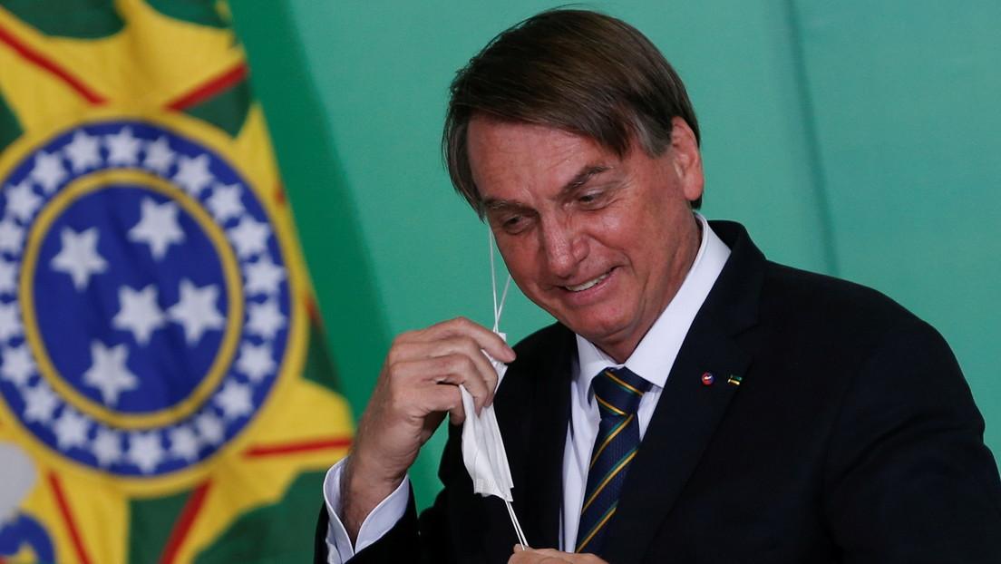 VIDEO: Bolsonaro entra por sorpresa en un avión a saludar y es abucheado por los pasajeros
