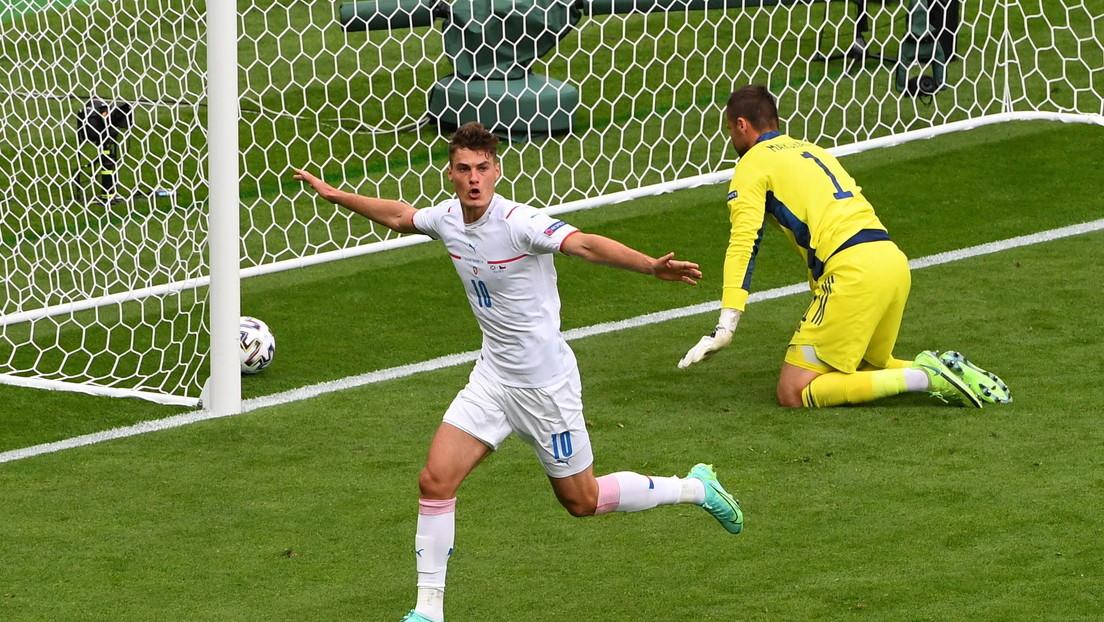 El checo Patrik Schick marca desde 45,5 metros, anotando el gol más lejano jamás registrado en la Eurocopa