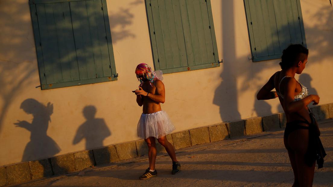Organizan en una pequeña isla de Río de Janeiro un minicarnaval para vacunados contra el covid-19