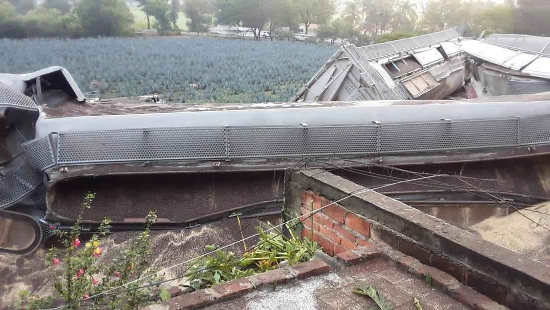 Un muerto y tres heridos tras el descarrilamiento de un tren que impactó contra varias viviendas en México