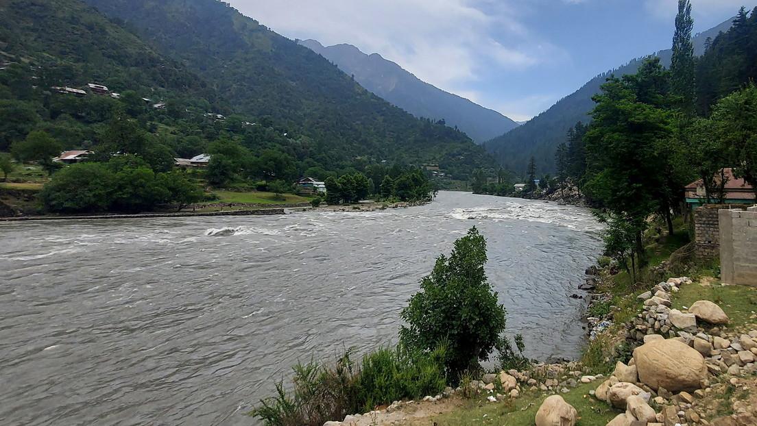 Niño de 10 años muere al salvar a su hermana menor de ahogarse en un río