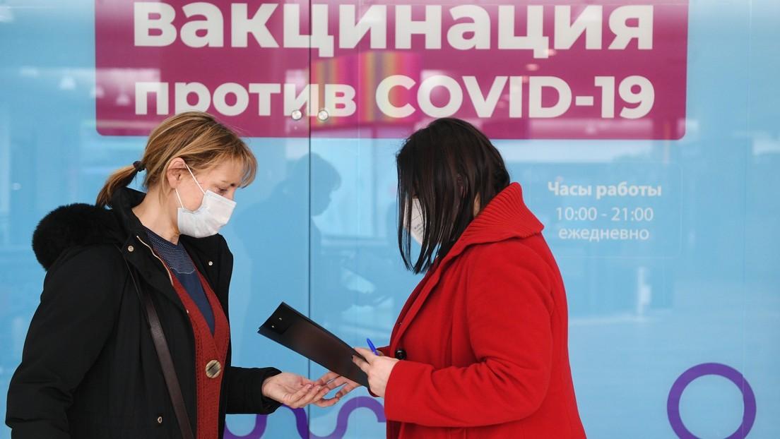 Moscú introduce la vacunación obligatoria para varios profesionales, incluidos los del sector servicios