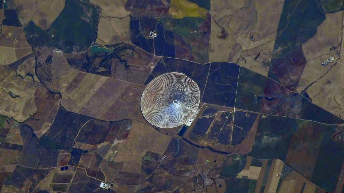 """""""La vela que no se apaga"""": cosmonauta ruso capta desde el espacio una planta de energía solar en España (FOTO)"""