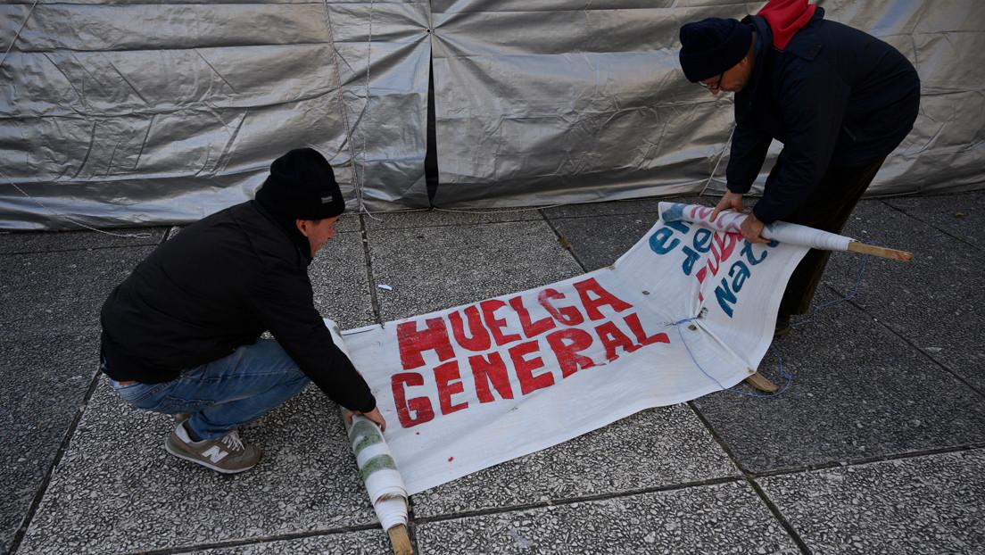 """Trabajadores uruguayos realizan un paro general """"contra el hambre y la desigualdad"""" y en exigencia de medidas urgentes por la crisis social"""