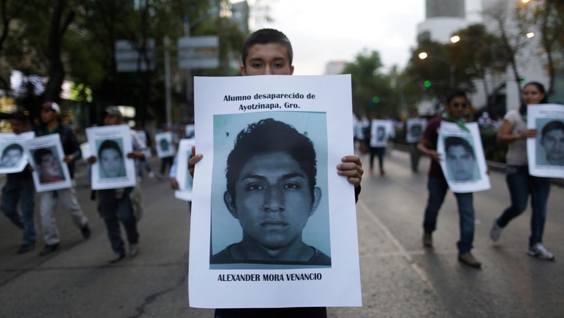 """Se confirma la """"mentira histórica"""" de Ayotzinapa: ¿quiénes eran los tres estudiantes cuyos restos ya fueron encontrados?"""