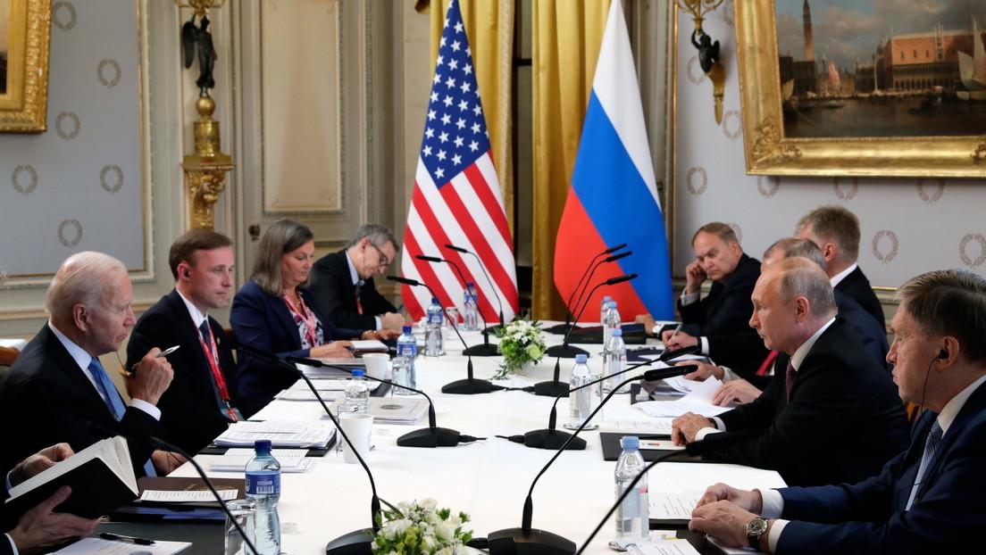"""De """"pocos resultados"""" a """"un tipo de reinicio"""": Políticos, expertos y medios internacionales evalúan el resultado de la cumbre de Putin y Biden"""