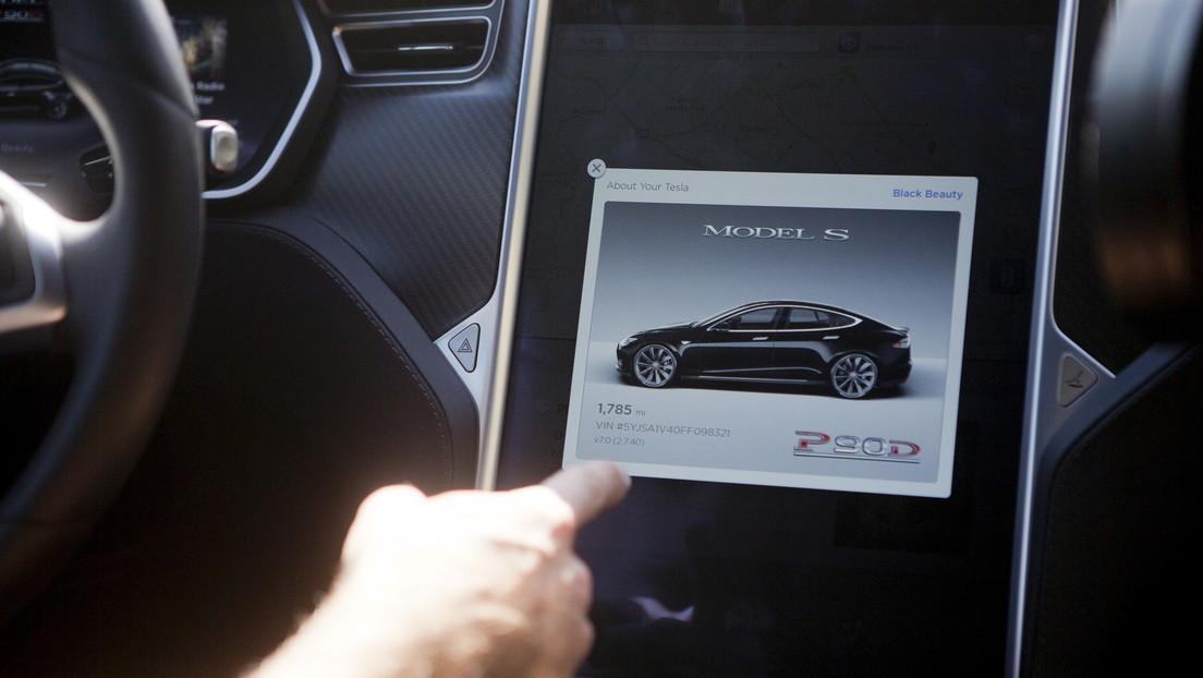 Un bebé de 10 meses que jugaba con un iPad compra una actualización de 10.000 dólares para un coche Tesla