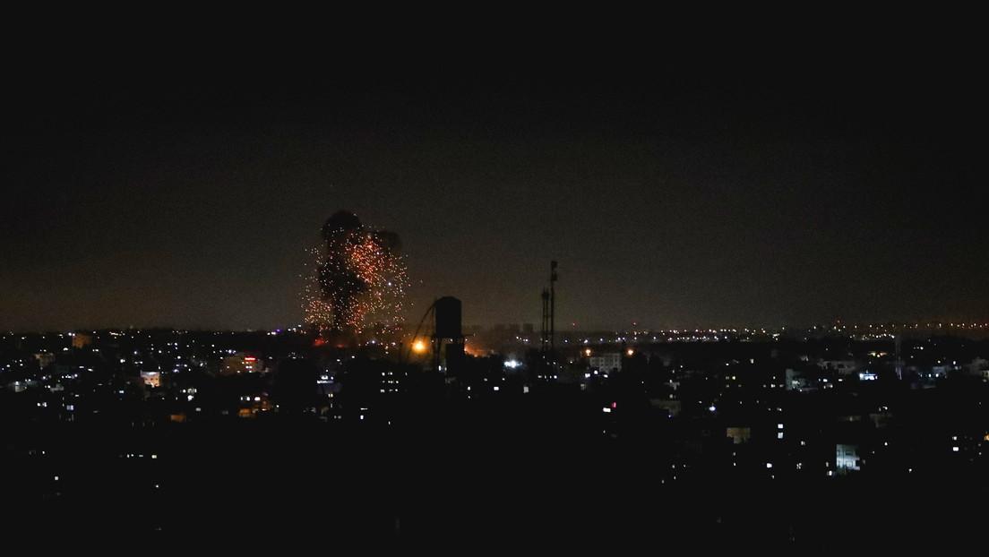 Israel bombardea la Franja de Gaza por segundo día consecutivo en respuesta al lanzamiento de globos incendiarios desde ese territorio