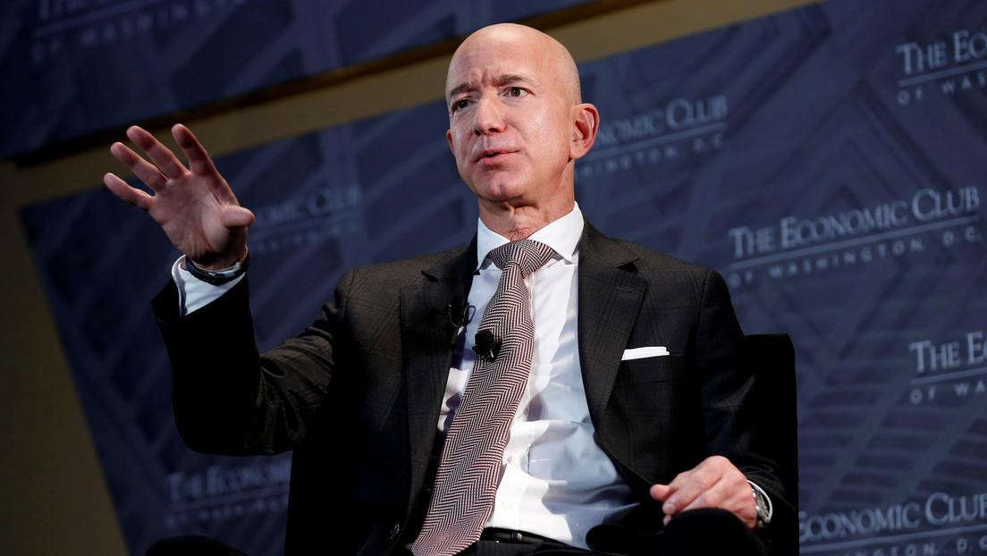 """Miles de internautas firman una petición para """"impedir"""" que Jeff Bezos regrese a la Tierra tras su viaje al espacio"""