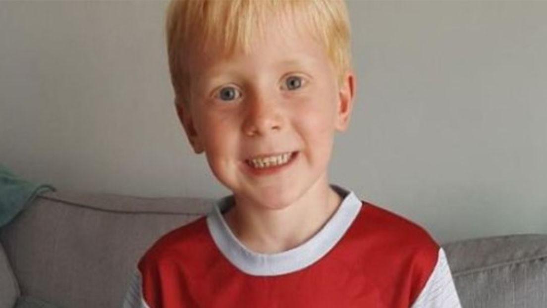 Tras el colapso de Christian Eriksen en pleno partido, un niño británico de 7 años recauda más de 7.000 dólares para comprar desfibriladores