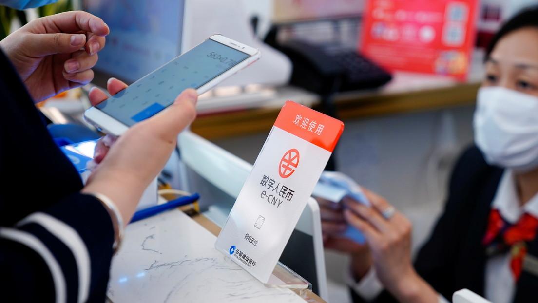 El mayor banco de China permite convertir yuanes digitales en efectivo en más de 3.000 cajeros automáticos