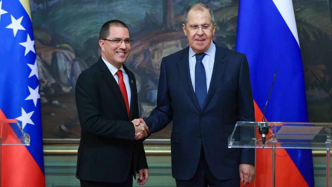 """Lavrov: """"Rusia continúa las negociaciones con Venezuela sobre el suministro de armas"""""""