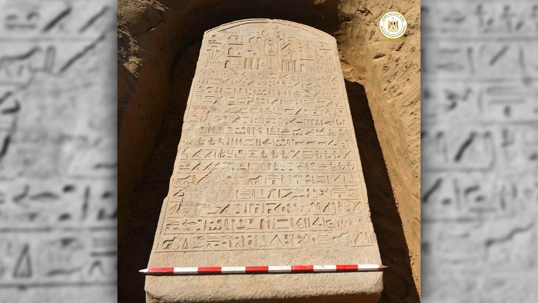 Un agricultor en Egipto encuentra fortuitamente una estela con jeroglifos de 2.500 años (FOTO)