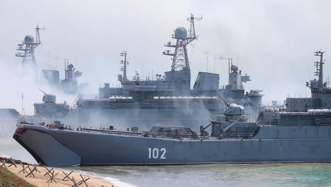 La Flota rusa del mar Negro abre fuego de advertencia tras violar un destructor británico la frontera de Rusia