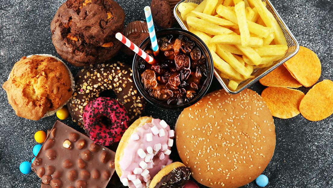 El Reino Unido anuncia que prohibirá la publicidad de comida chatarra en la televisión antes de las nueve de la noche