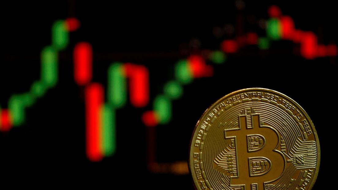 Experts Warn Bitcoin Could Drop Below $10,000