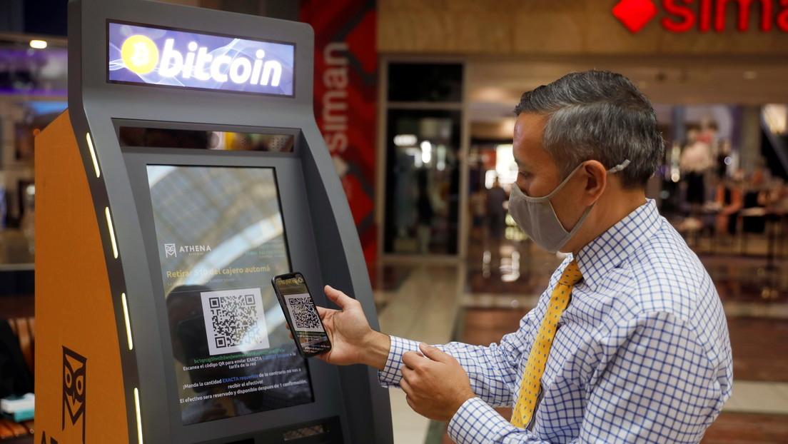 Cada adulto de El Salvador recibirá 30 dólares en bitcoines al descargar la 'app' de criptomonedas del Gobierno
