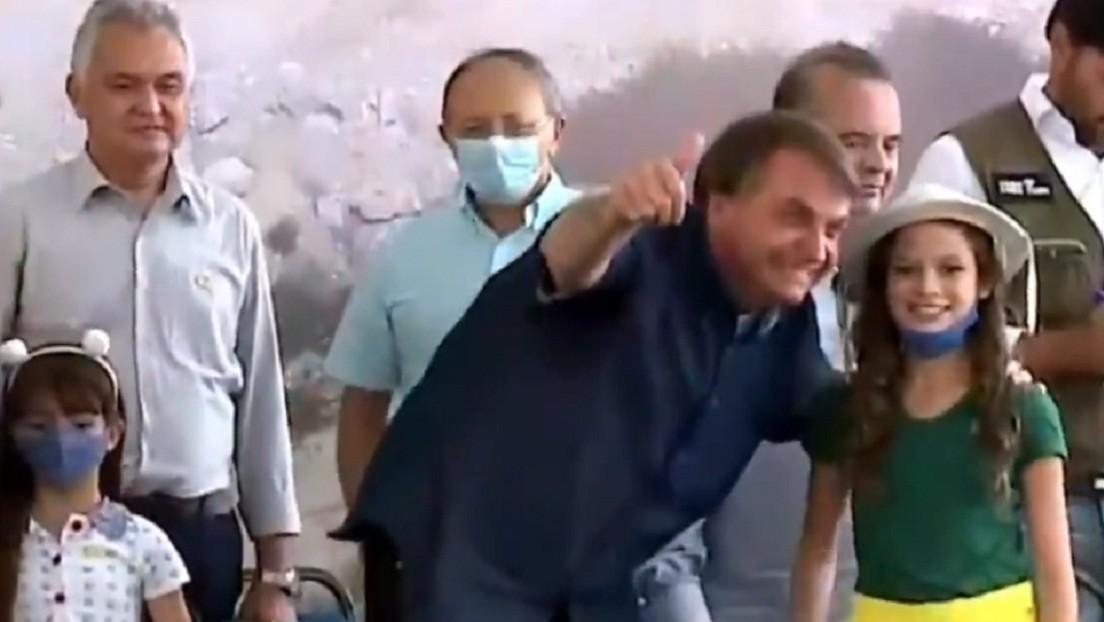 VIDEO: Bolsonaro le pide a una niña que se quite la mascarilla en un acto público