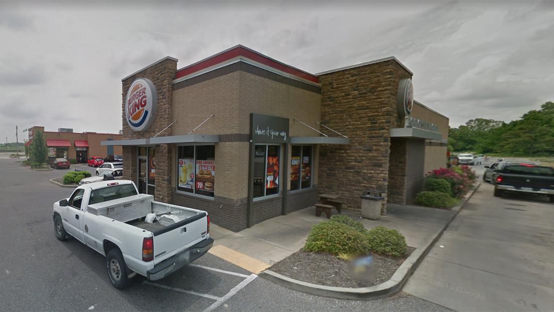 Una pareja abre fuego en un Burger King de EE.UU. porque su sándwich de pollo tenía demasiada salsa picante