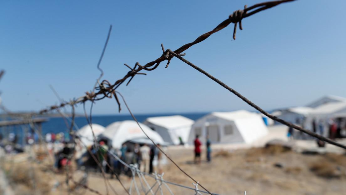 Condenan a un hombre que salvó a 31 personas de morir en el mar a 142 años de prisión por tráfico de migrantes