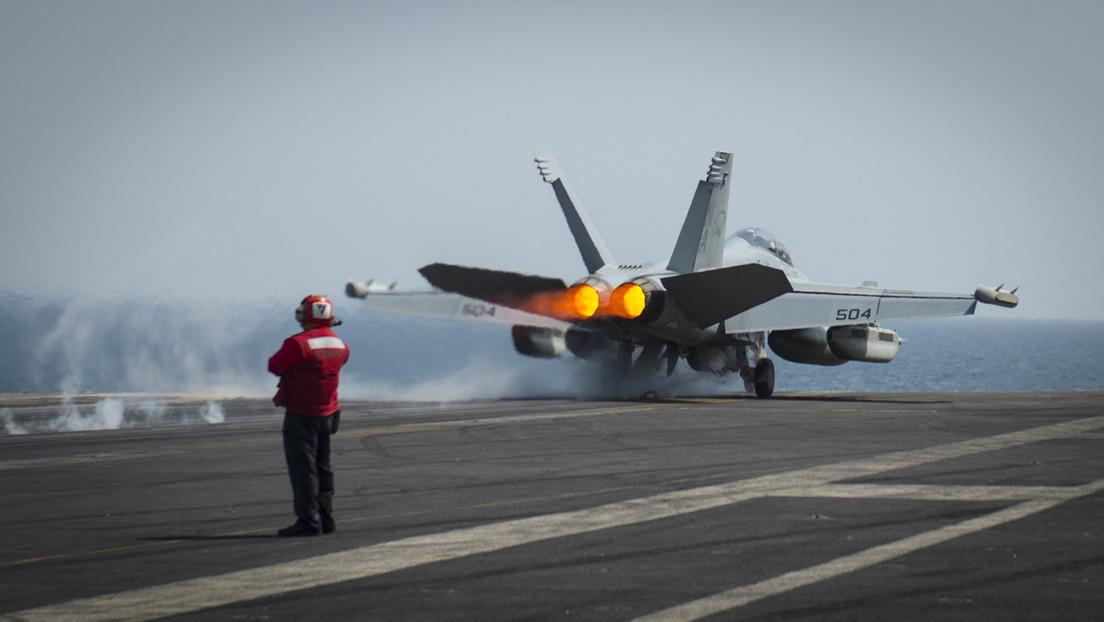 """EE.UU. lanza ataques aéreos contra """"milicias respaldadas por Irán"""" en la frontera entre Irak y Siria"""