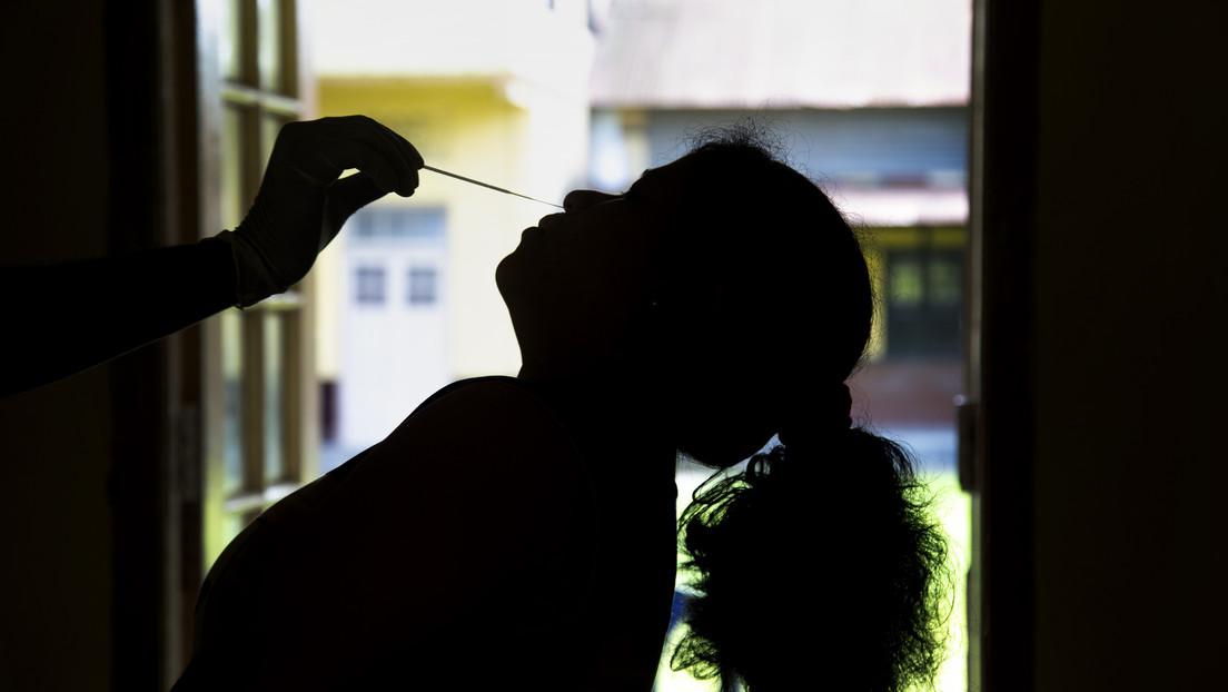 Una mujer sufrió dolores en su nariz durante 37 años (y una prueba PCR de coronavirus reveló la verdadera razón)