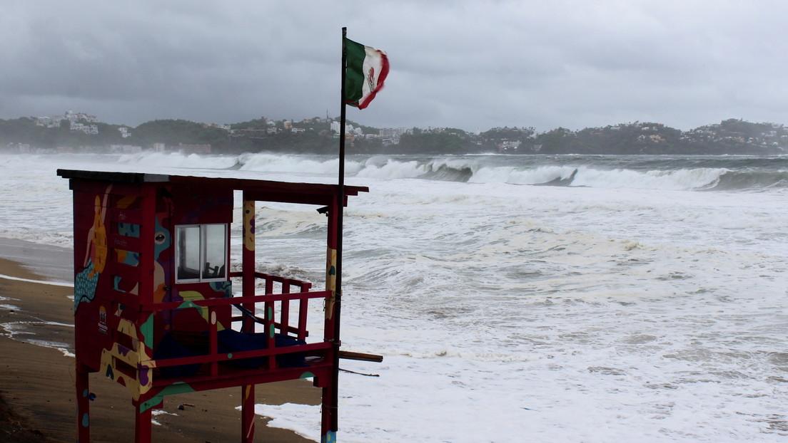El huracán Enrique se acerca a México y enciende las alarmas en la costa suroeste con lluvias torrenciales e intensos vientos