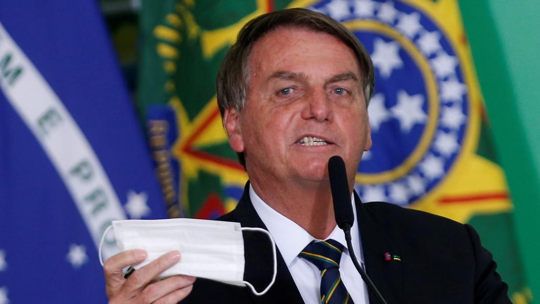 Las supuestas irregularidades en una factura para la compra millonaria de una vacuna india ponen otra piedra en el zapato de Bolsonaro